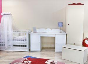 étapes préparer chambre de bébé lit et armoire
