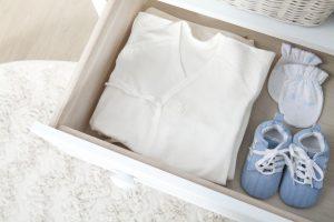 étapes préparer chambre de bébé penderie