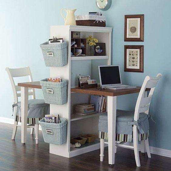 aménagement de petits espaces, bureau, étagères en bois