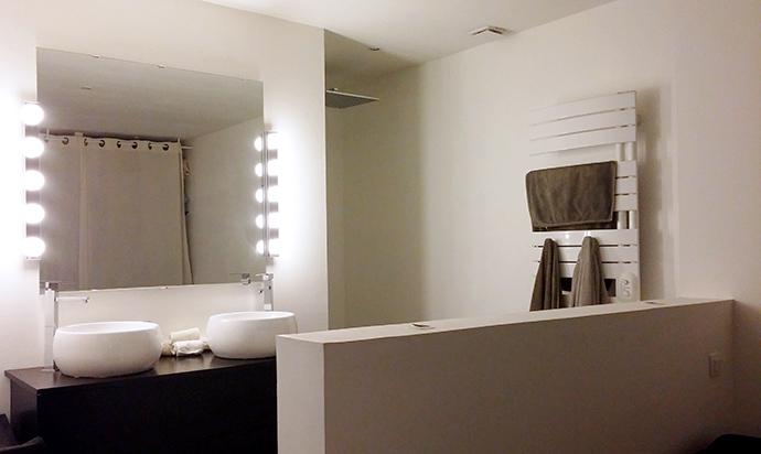 Aménagement salle de bain sans fenêtre