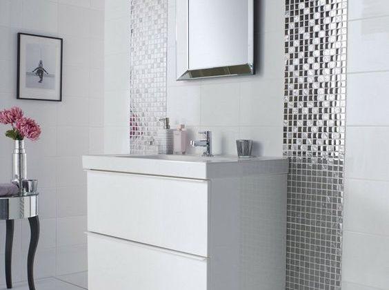 prix rénovation salle de bains - mosaïque sur le carrelage