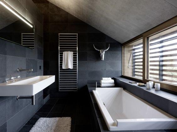 idée carrelage salle de bains - revetement-sols-salle-de-bains-carrelage-noir