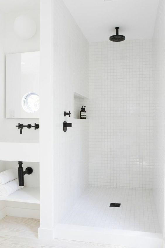 salle de bains design noir et blanc