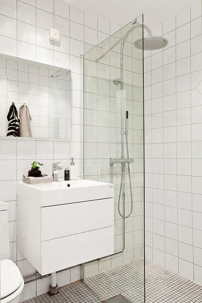 Salle de bains carrée douche italienne