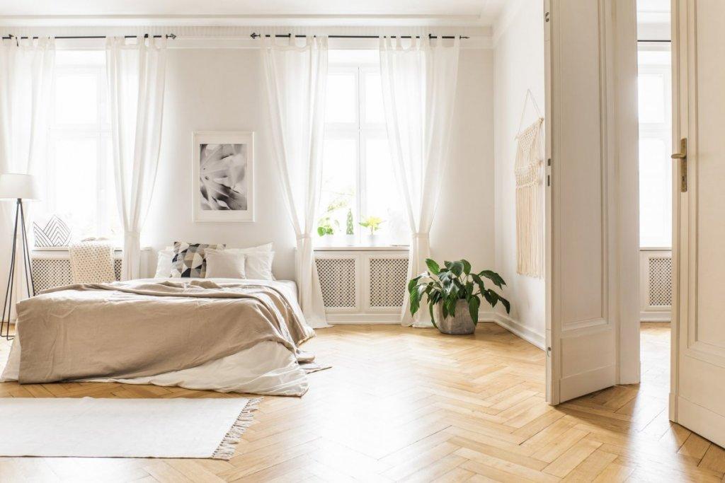 Sol en parquet dans une chambre