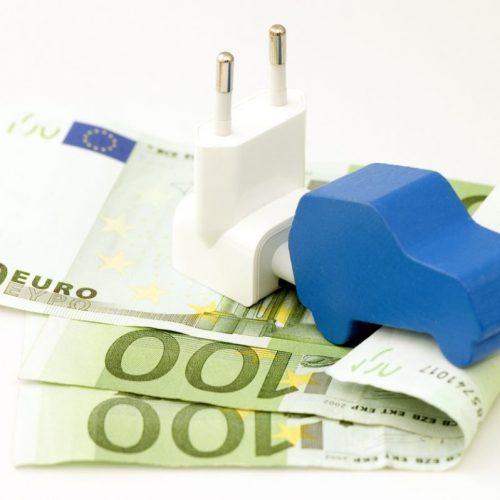 voiture-electrique-sur-billet-euros