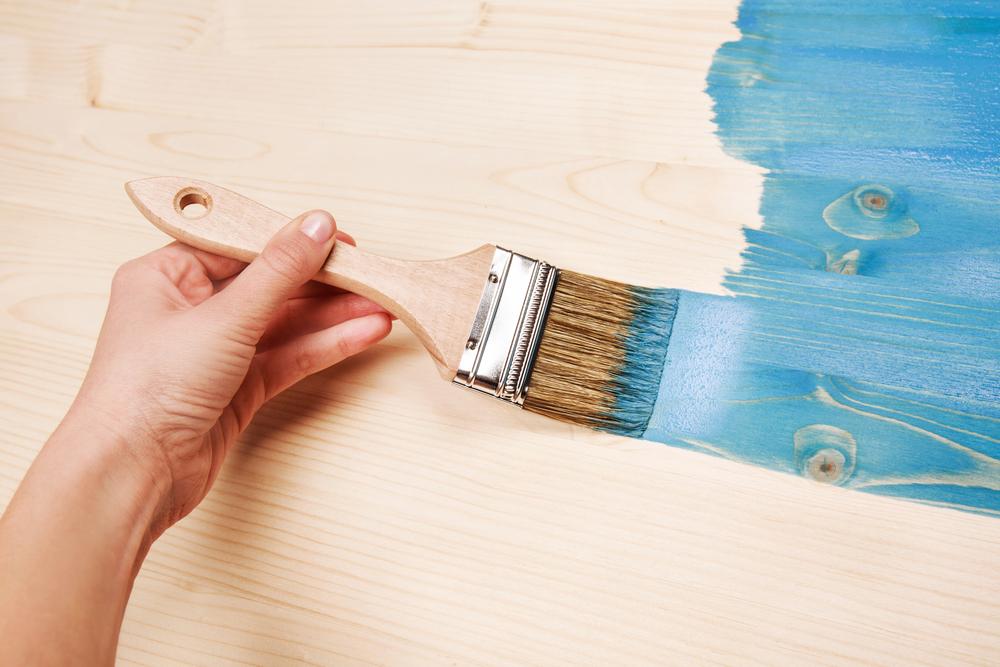 difference-peinture-bois-interieur-exterieur