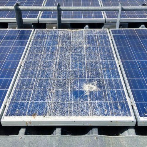panneau-solaire-casse