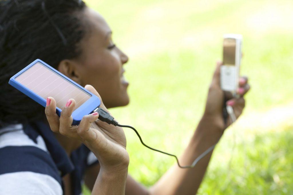 panneau solaire recharge smartphone