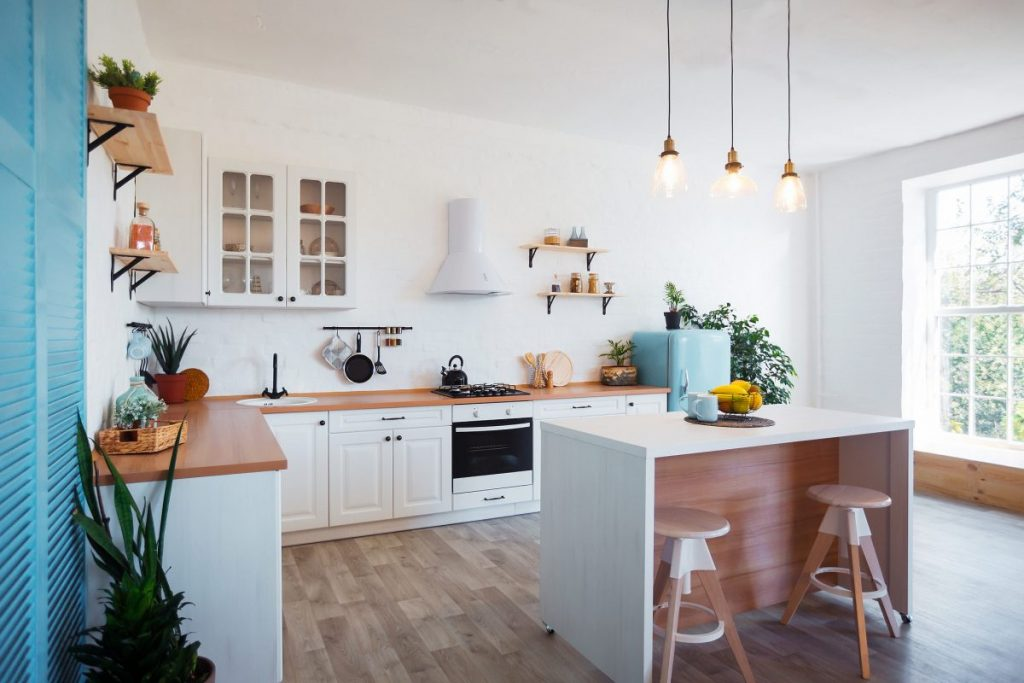 cuisine-moderne-lumineuse-avec-ilot-central