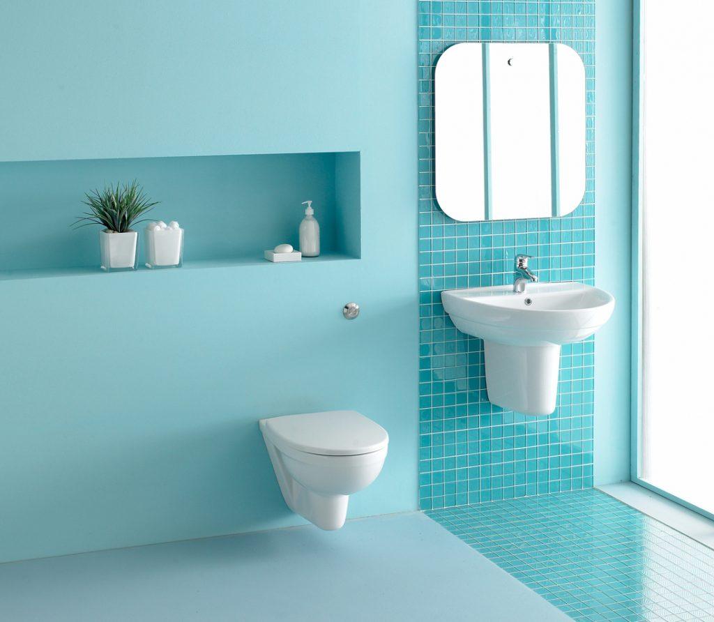 wc salle de bain bleue sanibroyeur