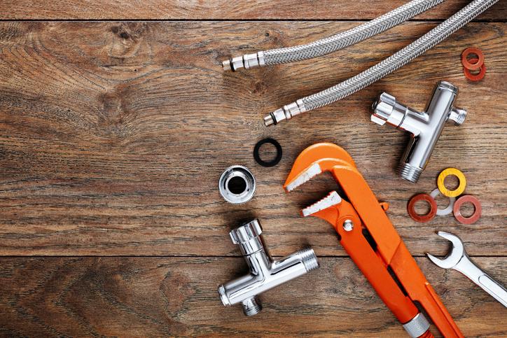 Certains des outils nécessaires de plomberie pour installer un adoucisseur