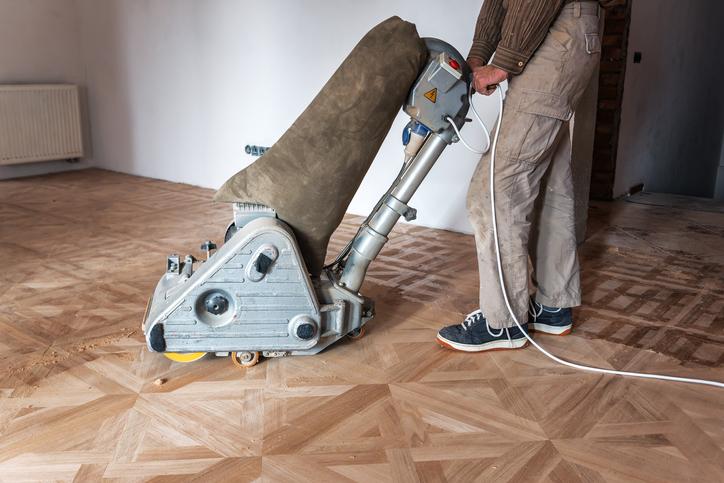 Un appareil professionnel est nécessaire pour poncer correctement le parquet