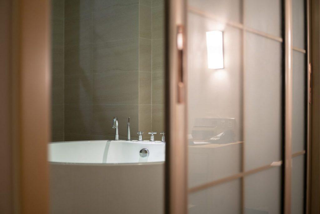 porte-coulissante-salle-de-bain