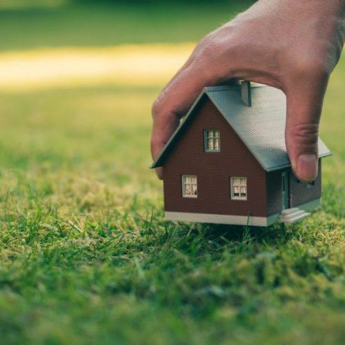 Quelle taille de terrain minimale pour construire une maison ?