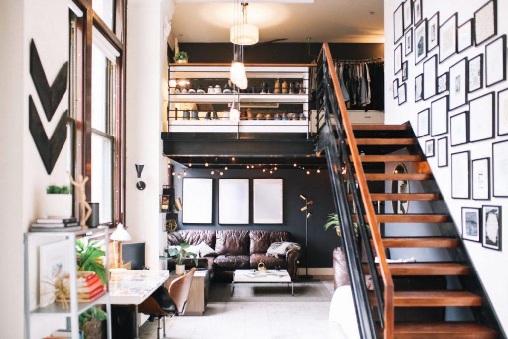 deco-au-dessus-de-l-escalier-pour-renover-un-duplex