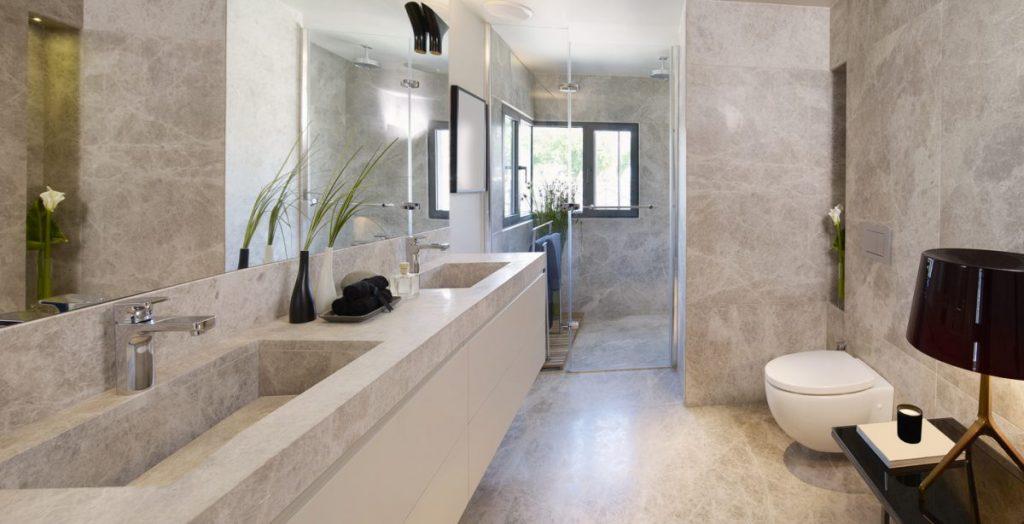 douche-italienne-moderne-en-marbre