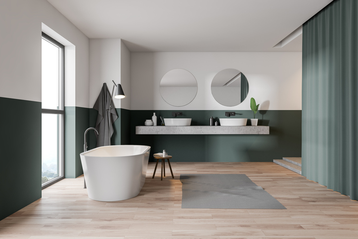 grande-salle-de-bains-blanc-vert