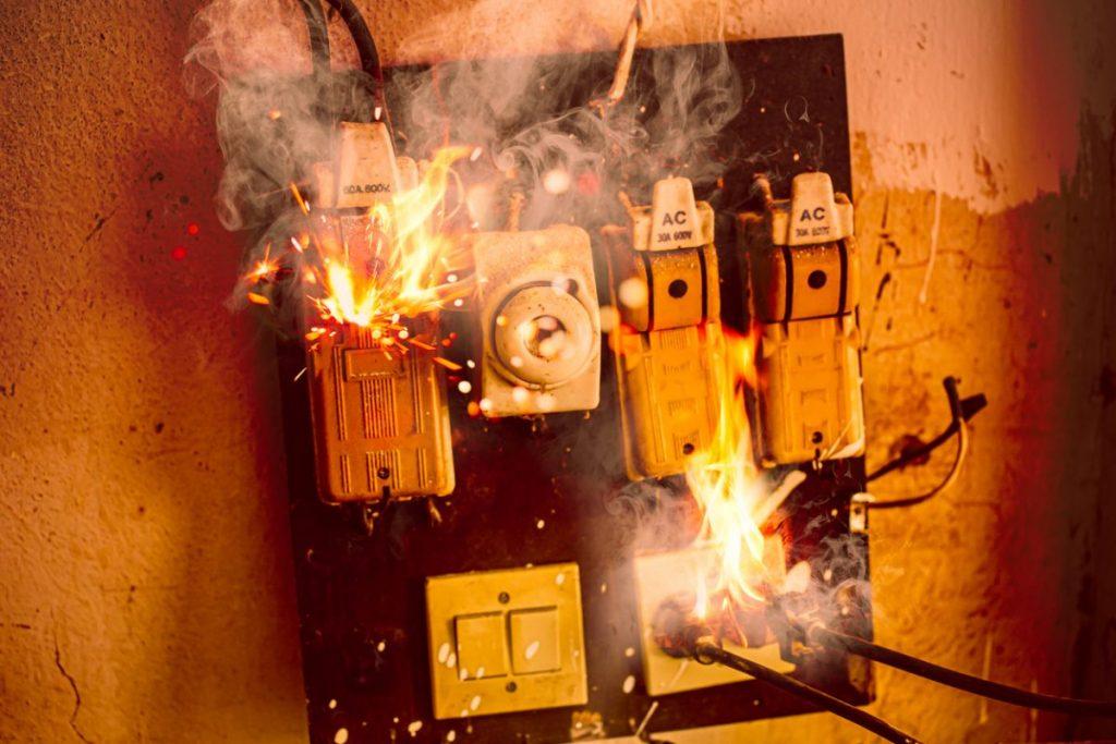 court circuit incendie electrique