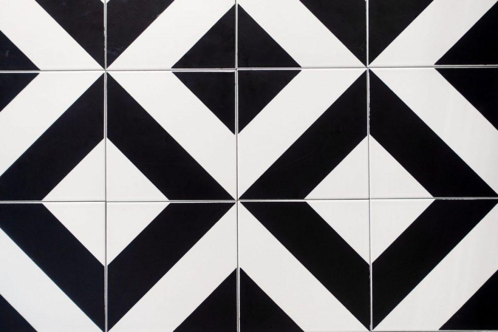 carrelage-noir-et-blanc-a-motifs