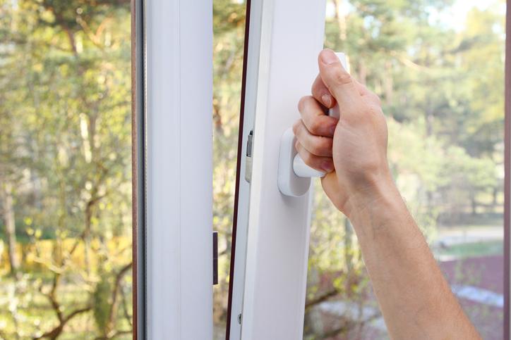 Une fenêtre oscillo-battante conseillée pour les personnes handicapées