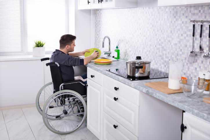 L'accessibilité de la cuisine pour une personne handicapée
