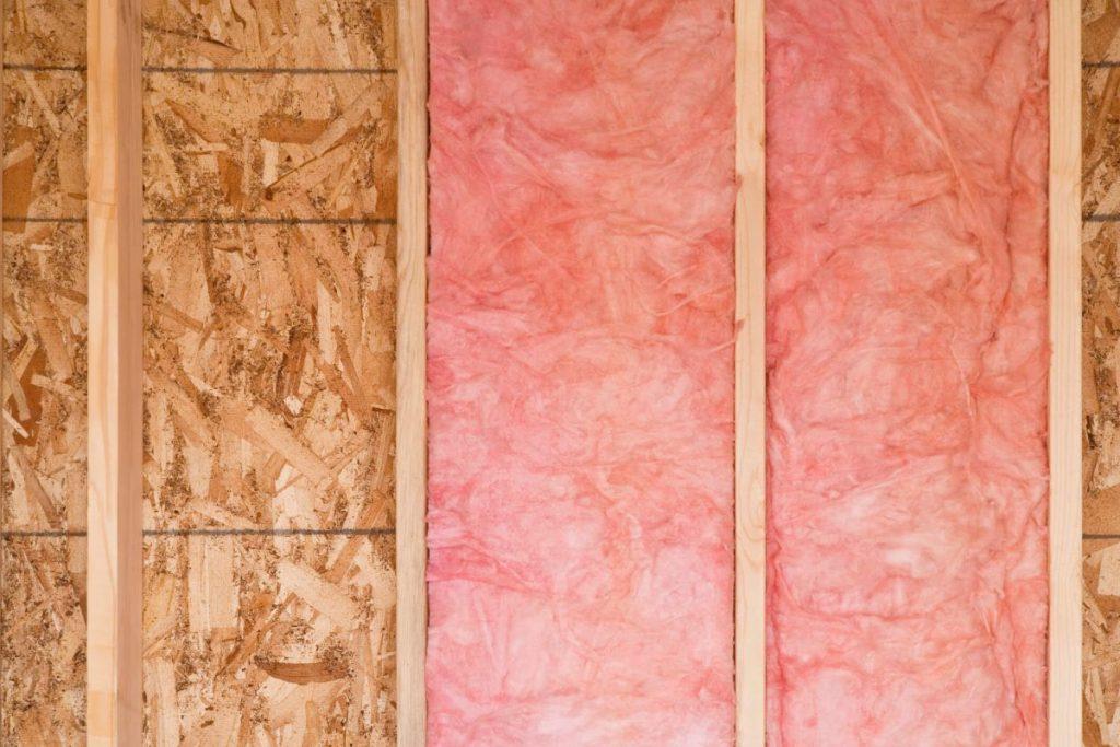 isolation thermique dans mur en bois