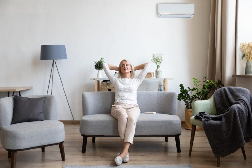 femme-senior-appartement-maison