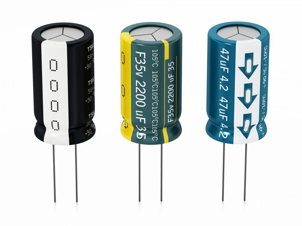 reconnaitre le plus et le moins d'un condensateur