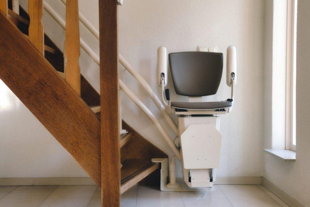 monte-escaliers-électrique-adapter son-logement-aux-personnes-agees