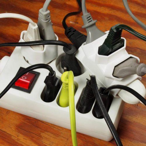 les-risques-de-brancher-trop-d'appareils-sur-une-multiprise