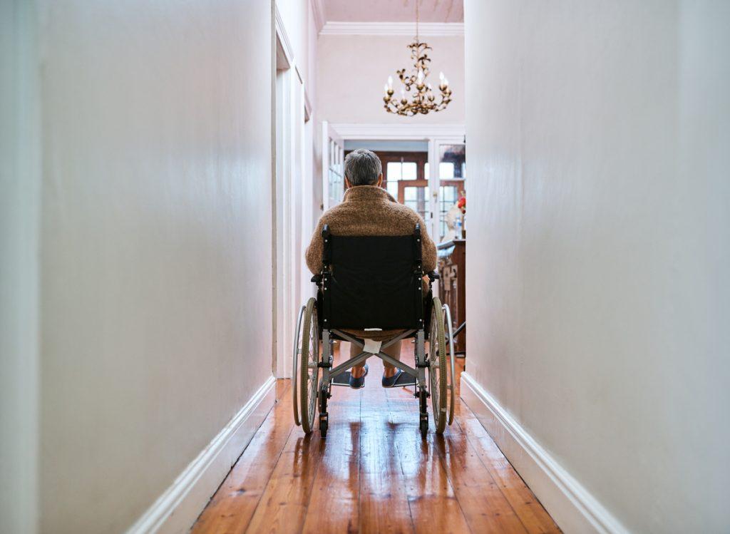 -adapter son-logement-aux-personnes-agees-fauteuil-roulant
