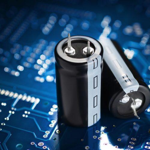 comment reconnaitre le plus et le moins d'un condensateur