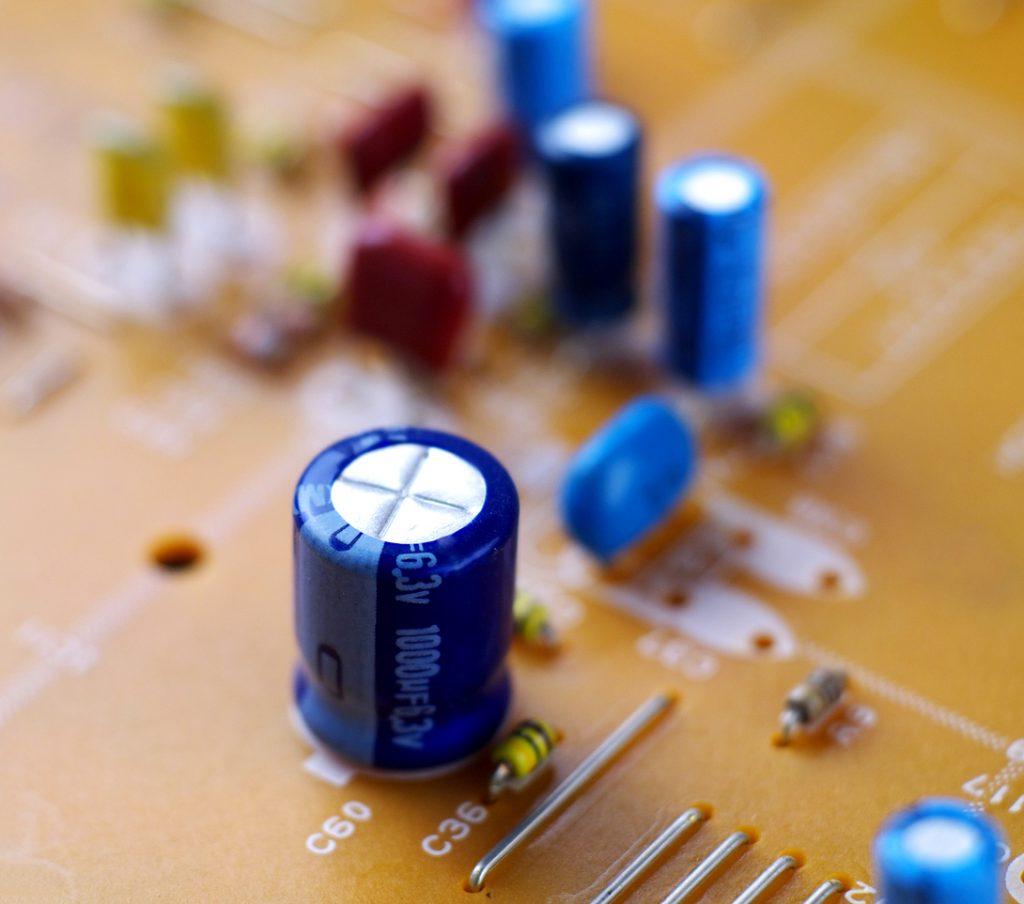 rôle condensateur circuit électrique