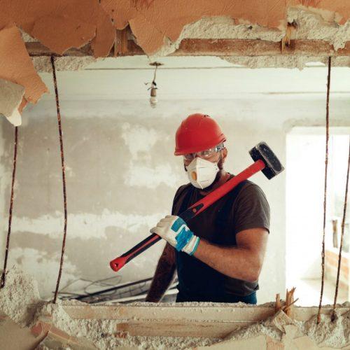 artisan pour casser un mur