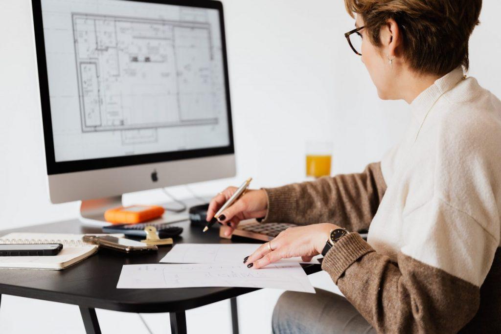 architecte-interieur-au-travail