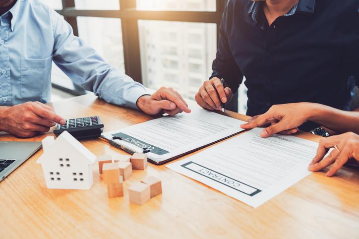 Signer un prêt pour construire une nouvelle maison