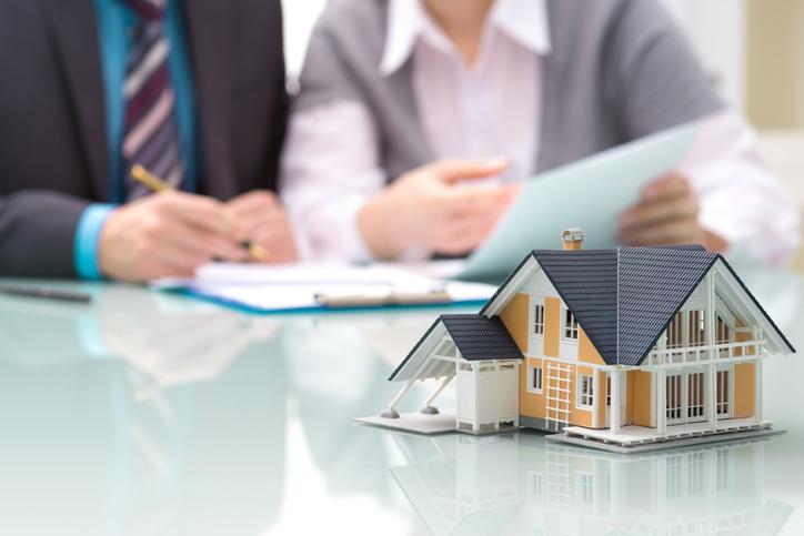 Signer un éco-prêt pour financer des travaux de rénovation d'une maison ancienne