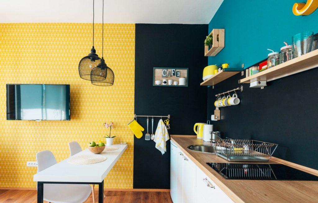 cuisine-jaune-noire-et-bleue