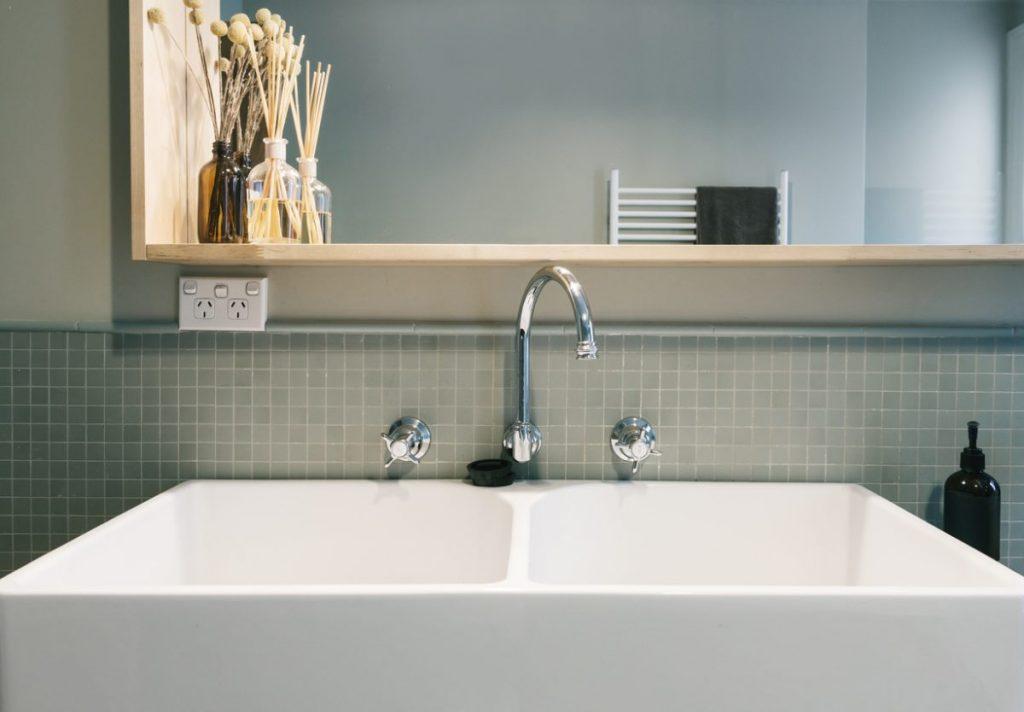 norme-distance-robinet-lavabo-prise-electrique
