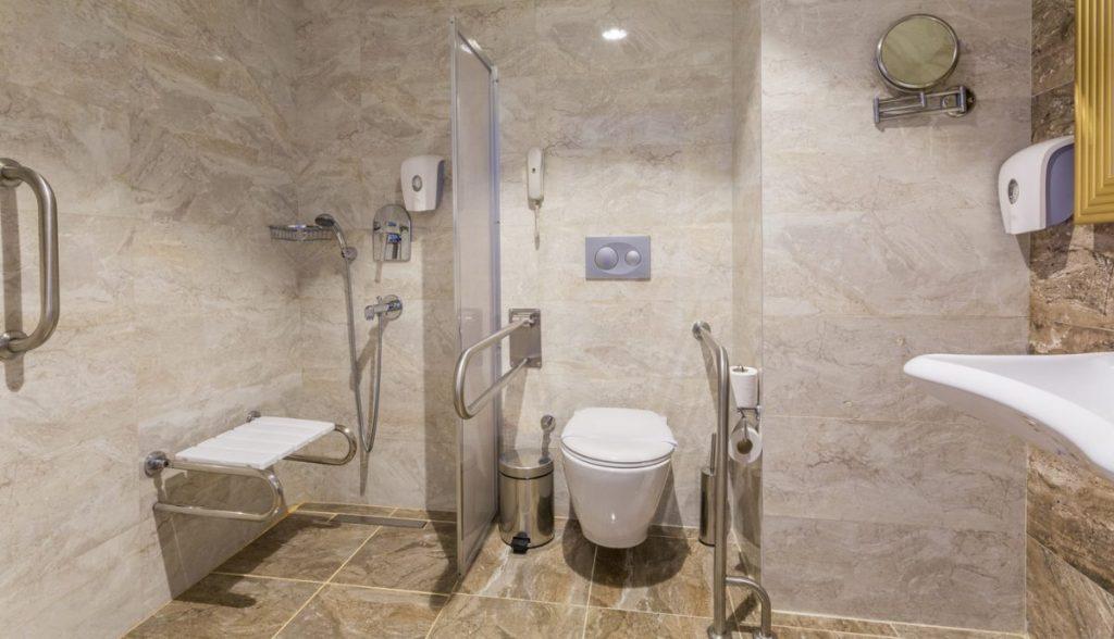 salle-de-bain-avec-toilettes-suspendus