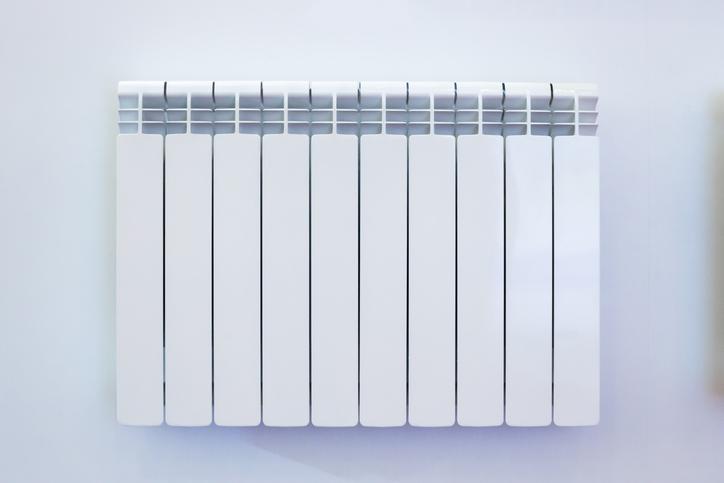 radiateur-blanc-sur-mur