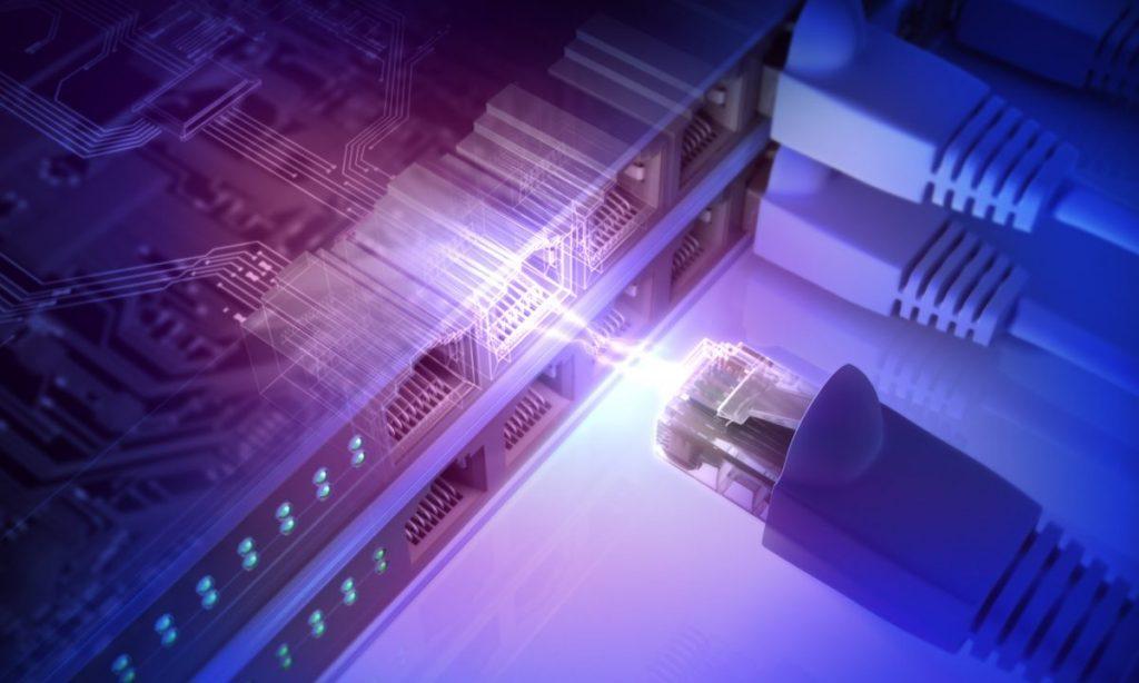 prise réseau et cable ethernet