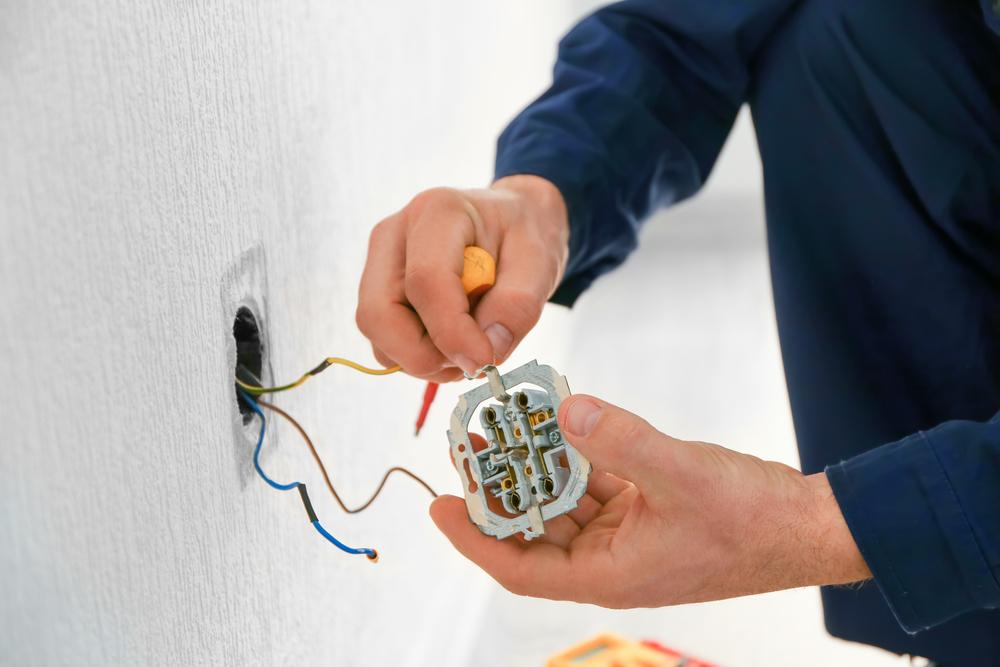 electricite-quelle-hauteur-reglementaire-placer-prise