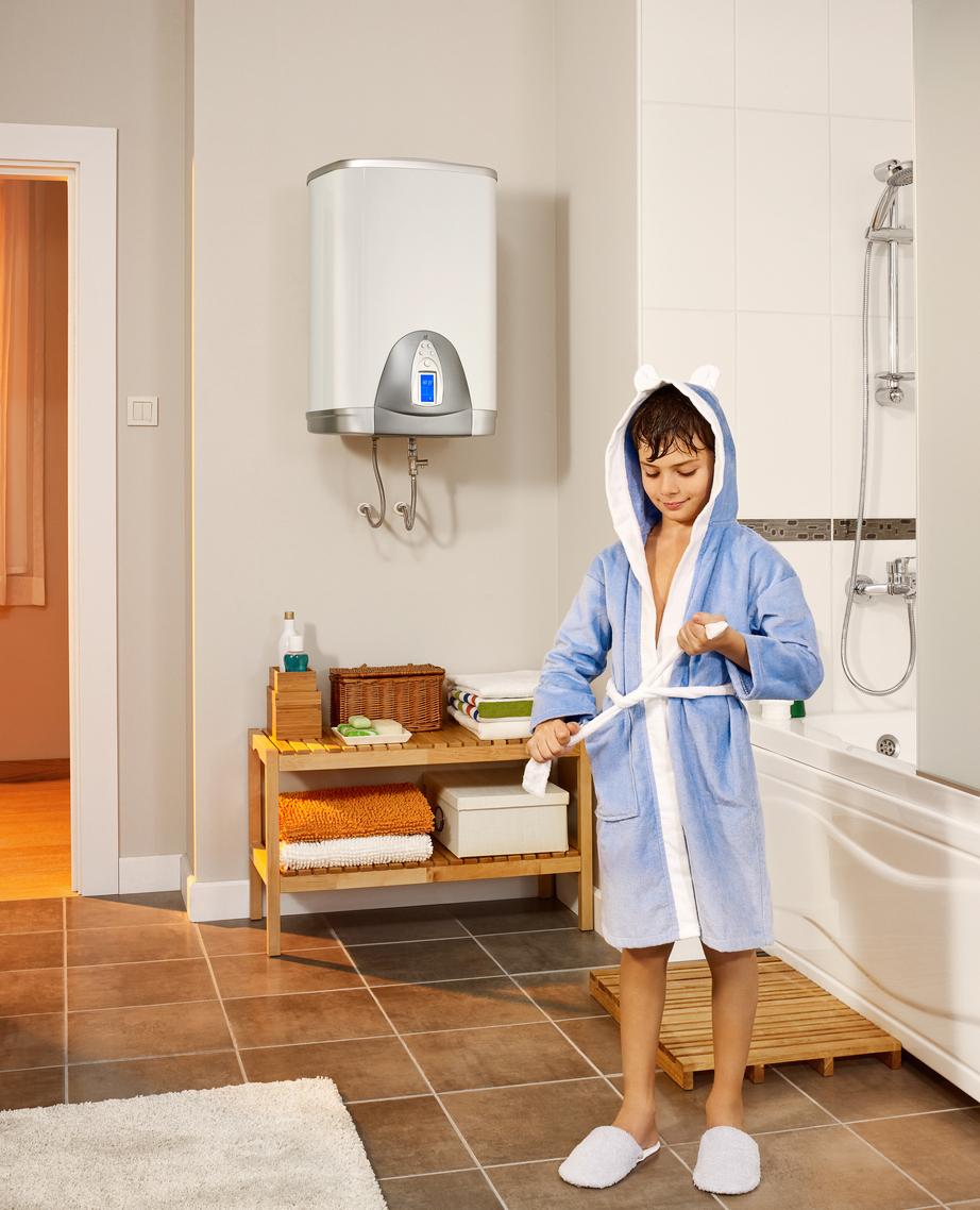 enfant-après-douche-chauffe-eau