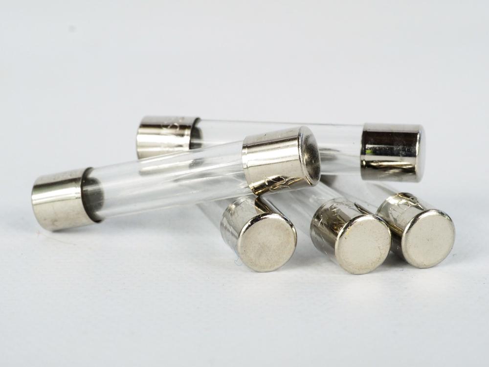 tableau-electrique-disjoncteur-ou-fusible-lequel-choisir