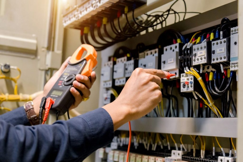 electricite-difference-courant-continu-alternatif
