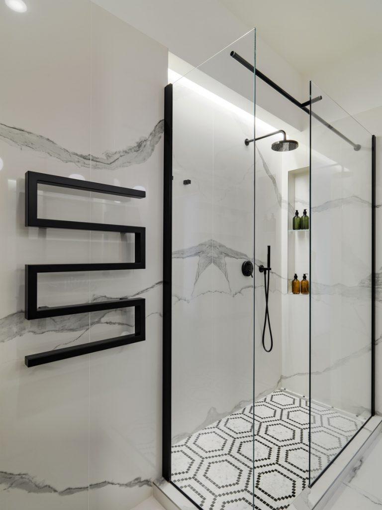 renovation-salle-de-bain-pommeau-a-main