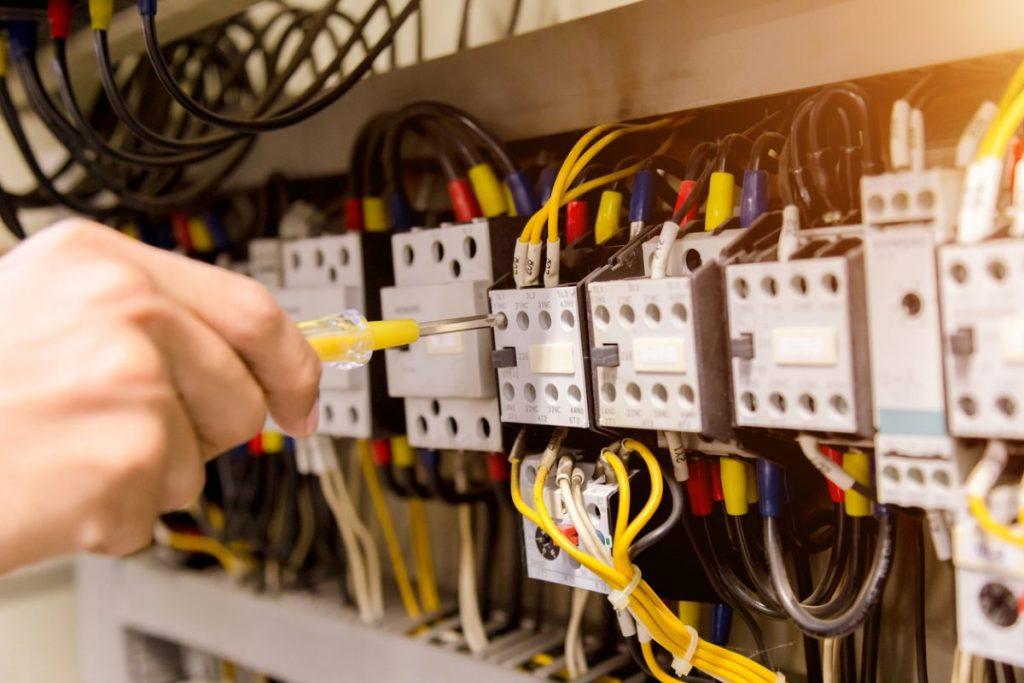 pince à sertir électrique