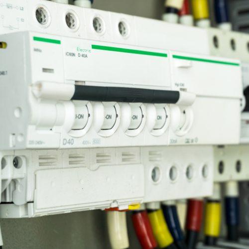 tableau-electrique-quand-installer-disjoncteur-courbe-d